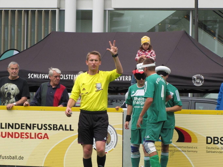 Schiedsrichter Niels Haupt beim DBFL-Spieltag in Lübeck 2014