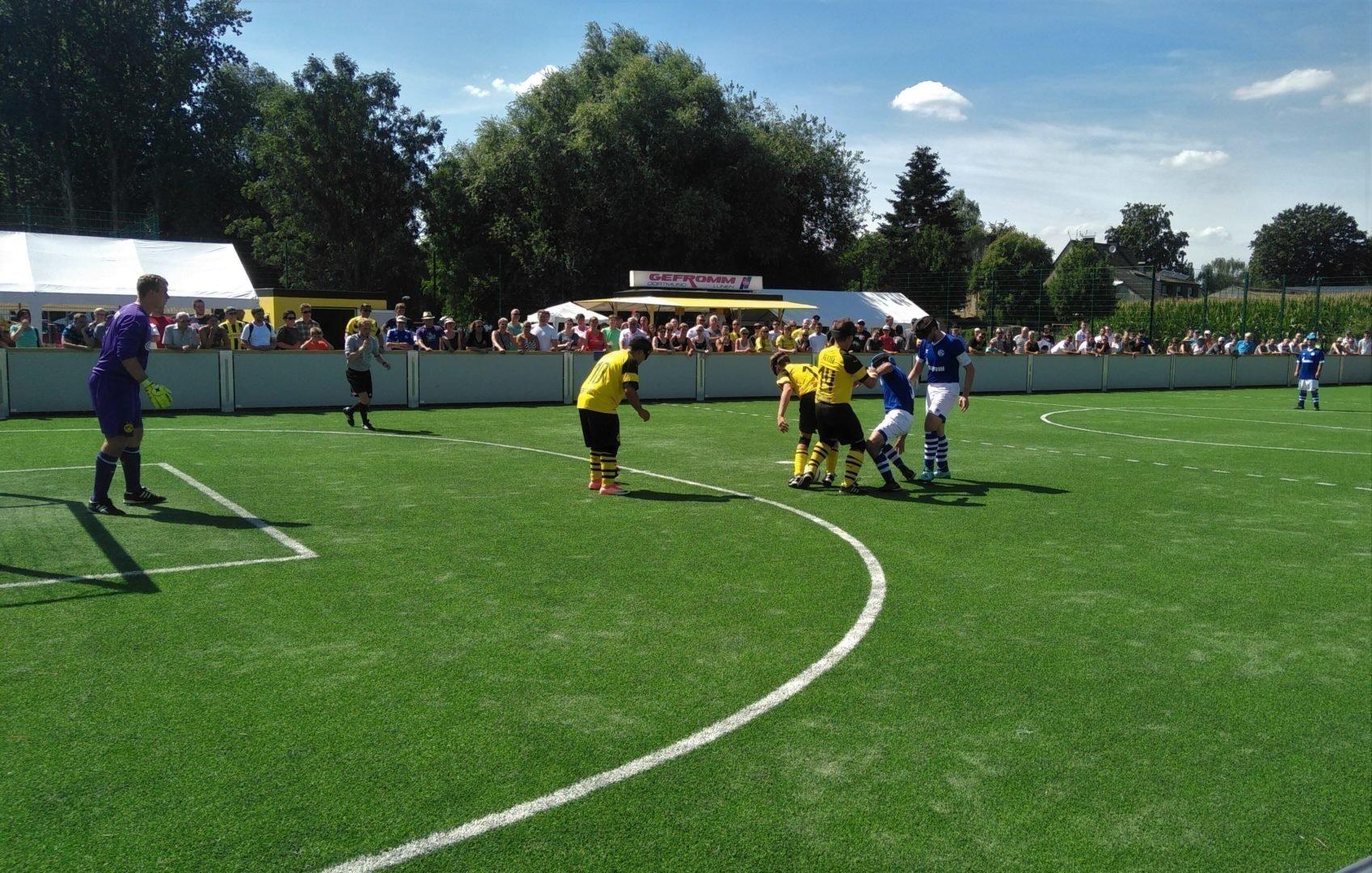 Auf eine tolle Kulisse, wie hier beim Ruhrpott-Derby zwischen Dortmund und Schalke dürfen sich die Blindenfußballer auch in Düsseldorf freuen. Foto: Jari Schaller