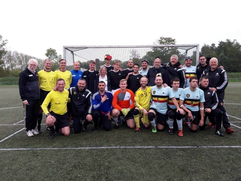 Beide Nationalmannschaften versammelt sich nach den beiden Spielen zu einem gemeinsamen Foto. Foto: Gaby Husmann
