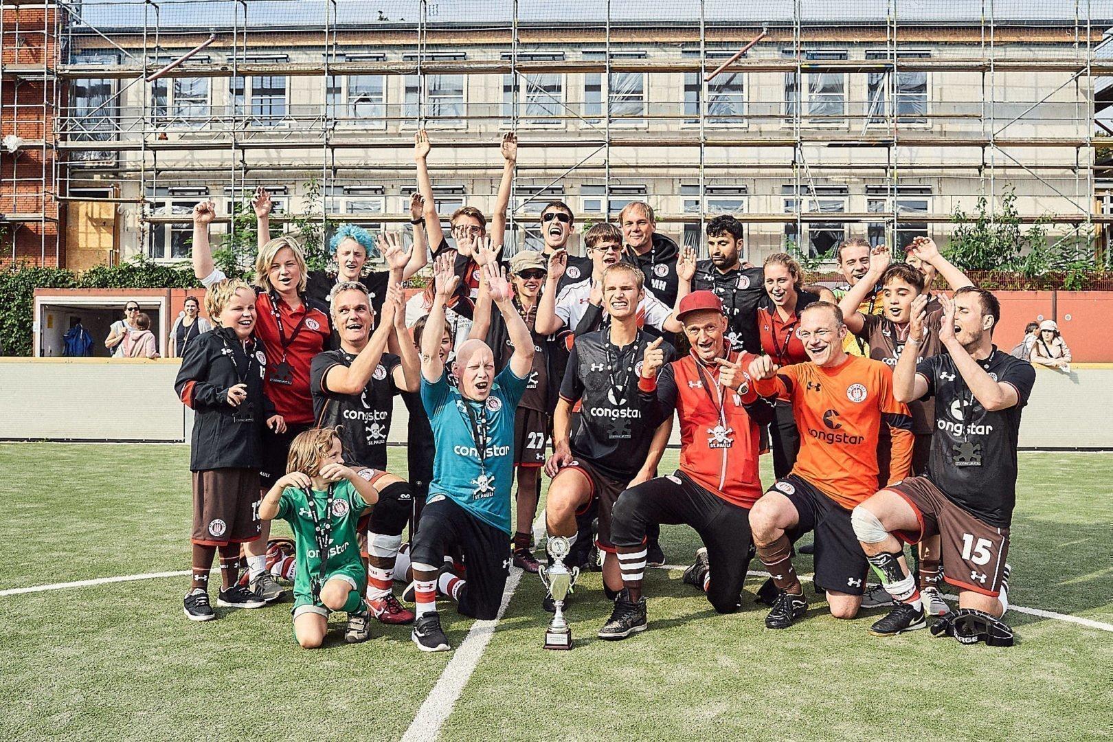 Strahlende Gesichter beim gemeinsamen Foto des Turniersiegers. Fotos: https://www.stefangroenveld.de/