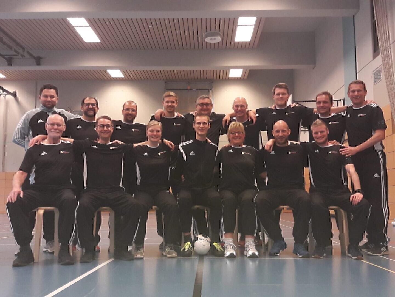 16 Blindenfußball-Schiedsrichter unterzogen sich in Hannover einem Leistungstest.